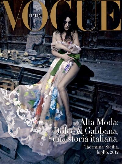 monica-bellucci-dolce-gabbana-couture-vogue-italia-01