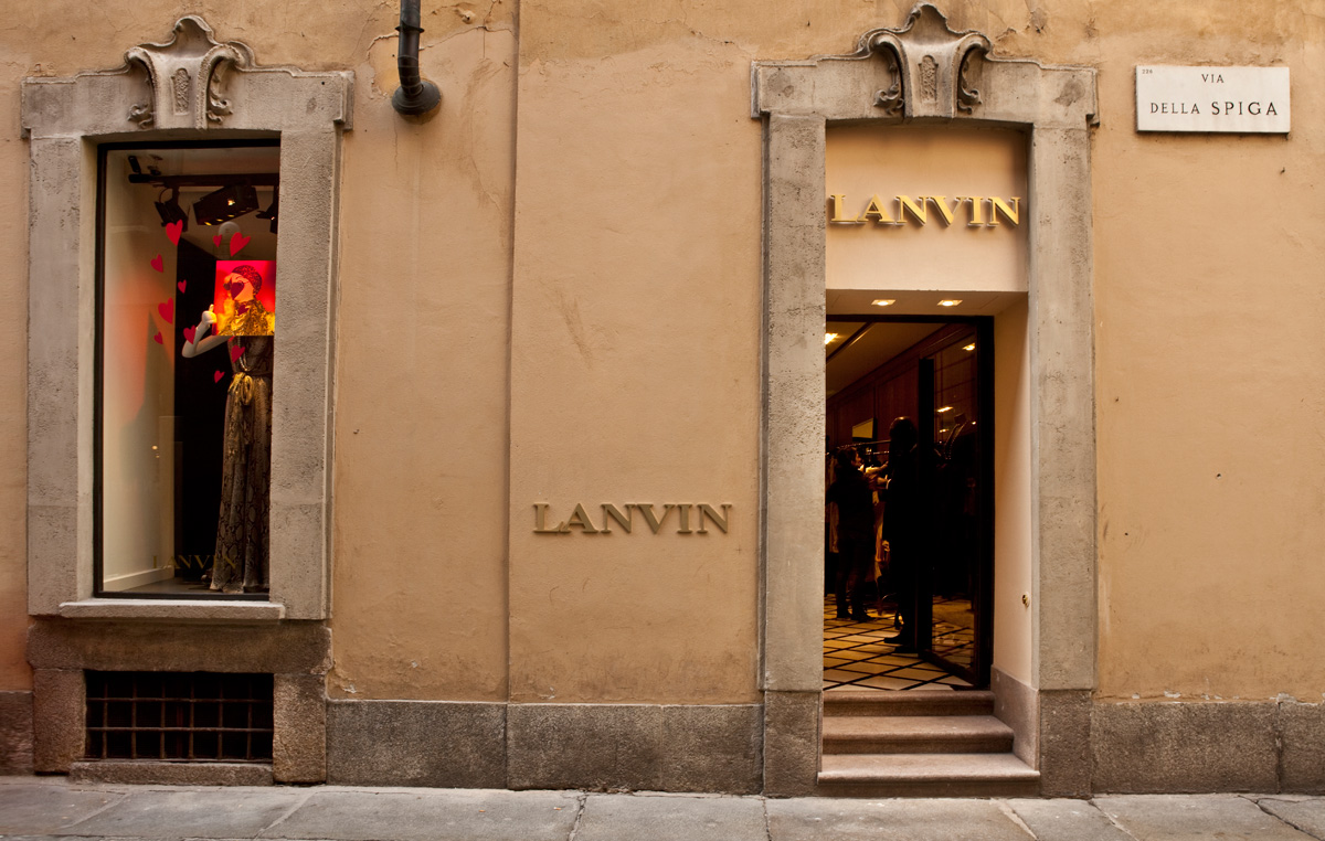 Lanvin 39 s first store in milano for Shop milano