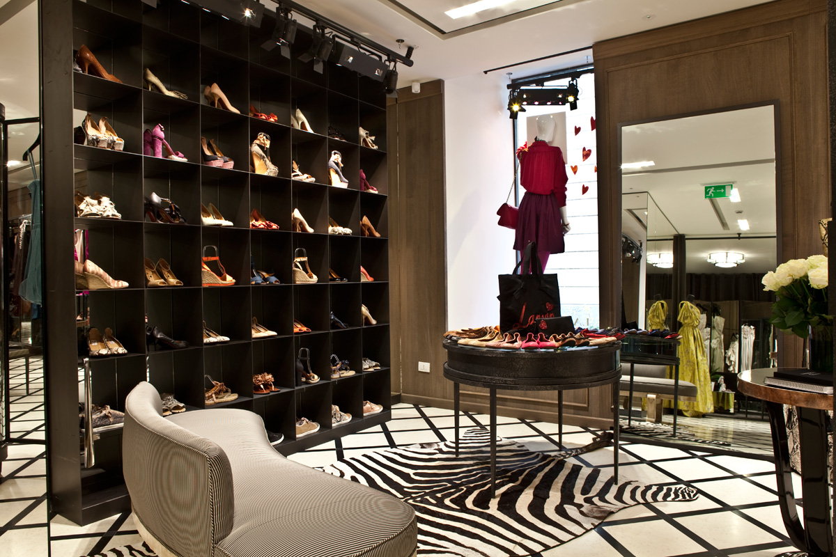 Lanvin 39 s first store in milano for Store design milano