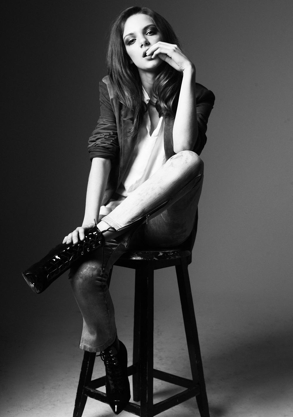 Фото девушка в пиджаке черно белое