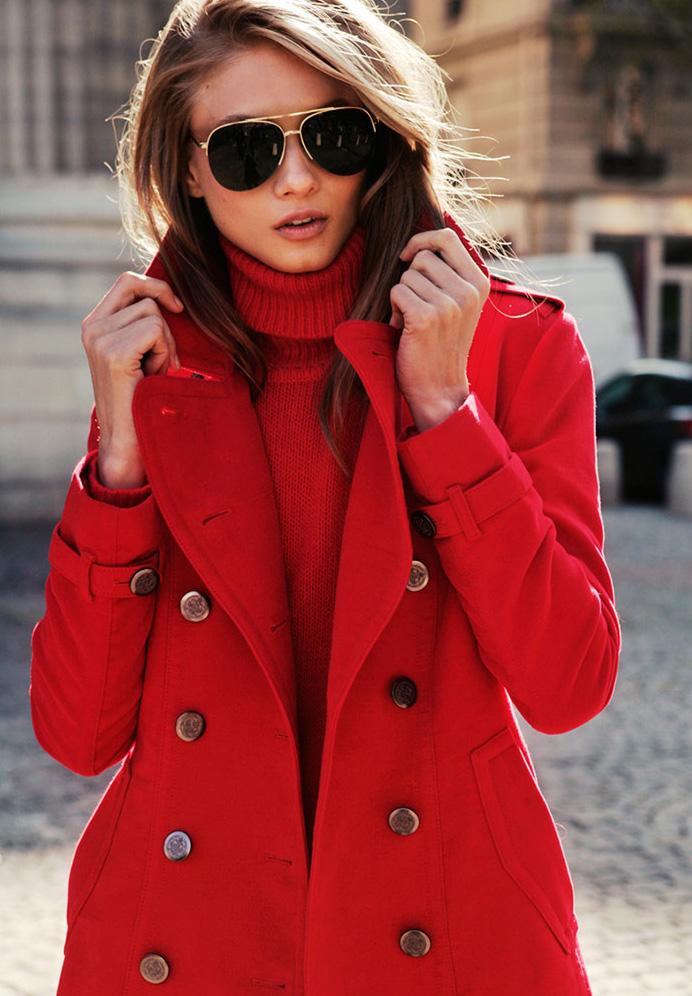 Доме, картинки девушек в красном пальто