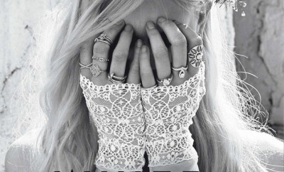 Caroline-Schurch-Hilary-Walsh-Glamour-France-01