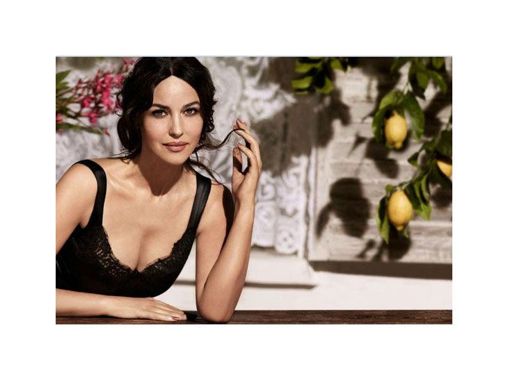 Beautydigest Monica Bellucci Benefit Art Deco Rochas