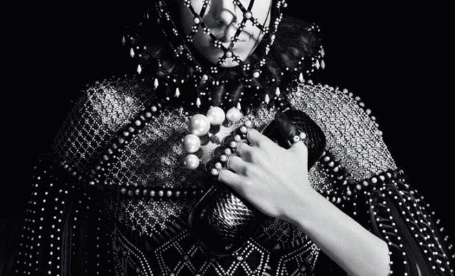 Edie-Campbell-Alexander-McQueen-FW13-01