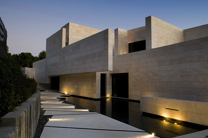 A cero architect 39 s marbella ii house for Famous minimalist buildings