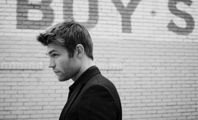 Liam-McIntyre-LUomo-Vogue-Eric-Gullemain-02