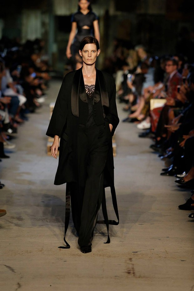 GivenchySS16W-03