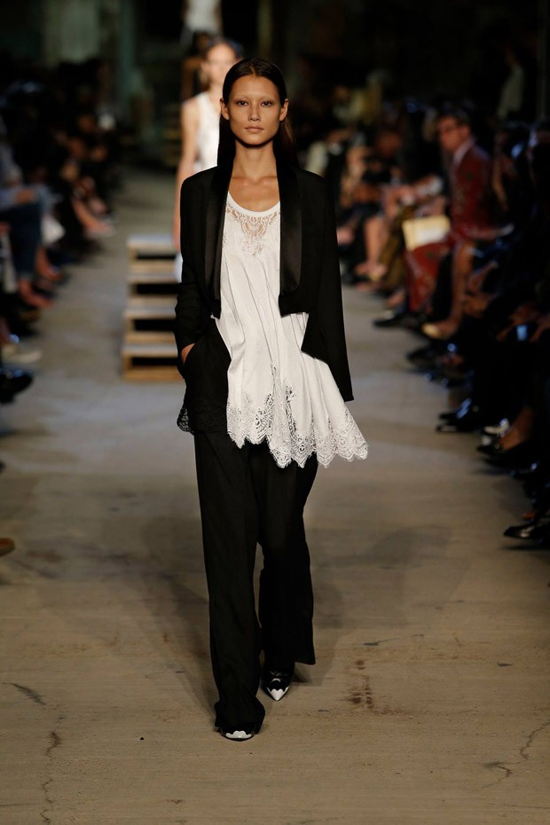 GivenchySS16W-16