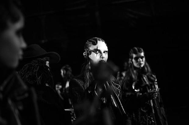 Marc-Jacobs-BTS-fw16-(12)