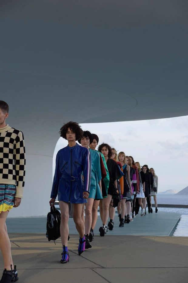 LouisVuitton2017Cruise-53