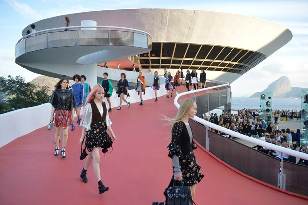 LouisVuitton2017Cruise-57