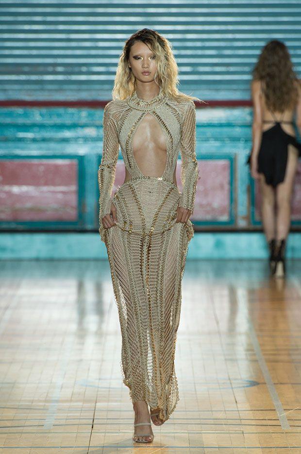 julien-macdonald-spring-summer-2017-look-43