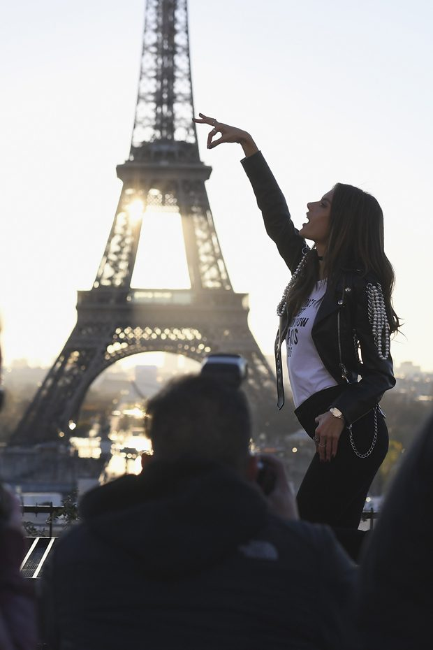 PARIS, FRANCE - NOVEMBER 29: Alessandra Ambrosio attends a photocall for the Victoria's Secret Angels ahead of the annual fashion show at The Eiffel Tower, on November 29, 2016 in Paris,ÊFrance (Photo by Pascal Le Segretain/Getty Images for Victoria's Secret)