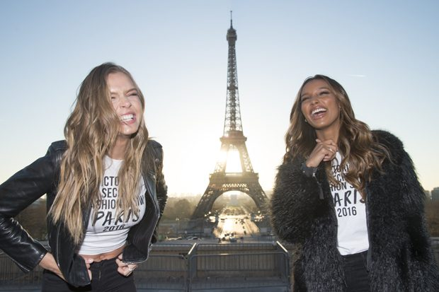 PARIS, FRANCE - NOVEMBER 29: (L-R) Josephine Skriver and Jasmine Tookes attend a photocall for the Victoria's Secret Angels ahead of the annual fashion show at The Eiffel Tower, on November 29, 2016 in Paris,ÊFrance (Photo by Pascal Le Segretain/Getty Images for Victoria's Secret)
