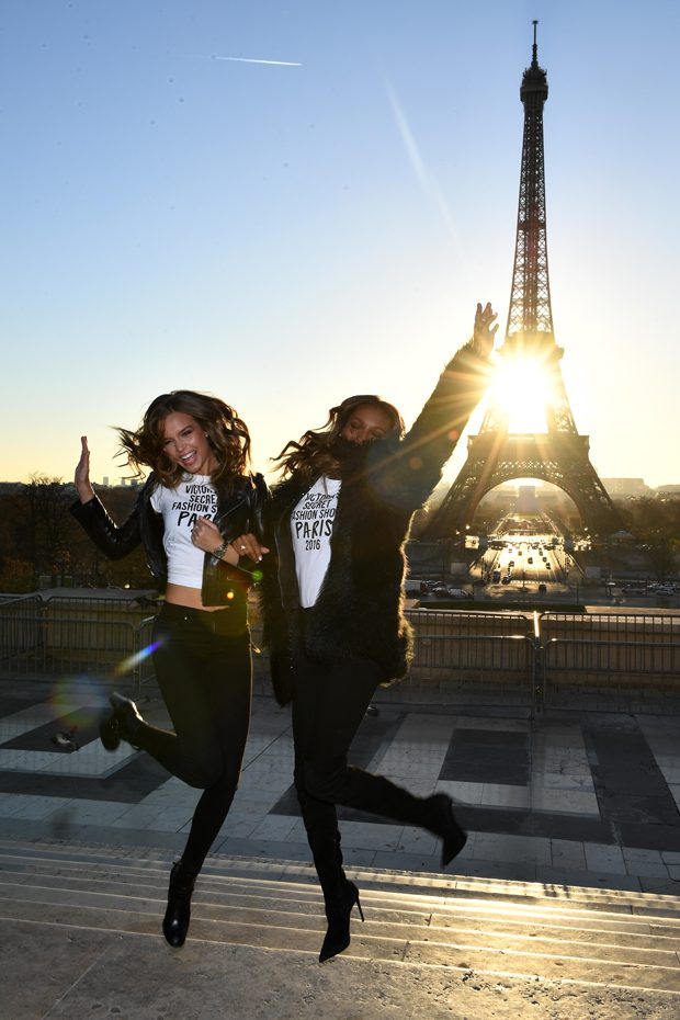 Supermodels land in paris for victoria 39 s secret fashion show Eiffel tower secret room