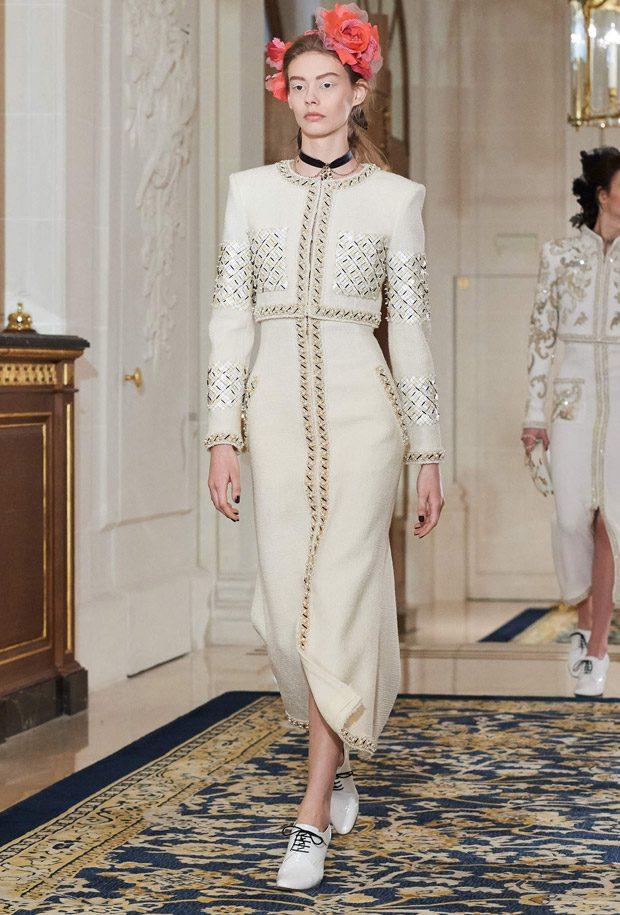 93cb74f001d6 Chanel Paris Cosmopolite 2016 17 Métiers d Art Collection
