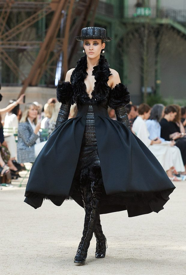 Chanel fall winter haute couture collection for Haute couture definition