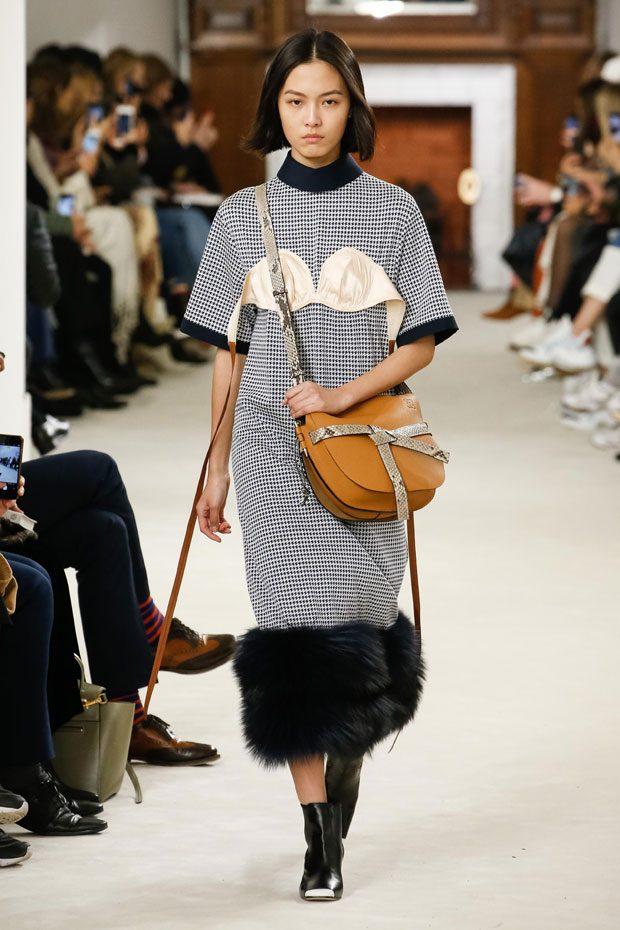 PFW: LOEWE Fall Winter 2018.19 Womenswear Collection