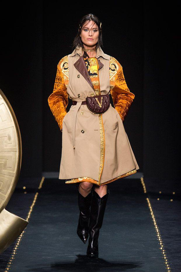 MFW  VERSACE Fall Winter 2019.20 Womenswear Collection ffbea2b1e041c