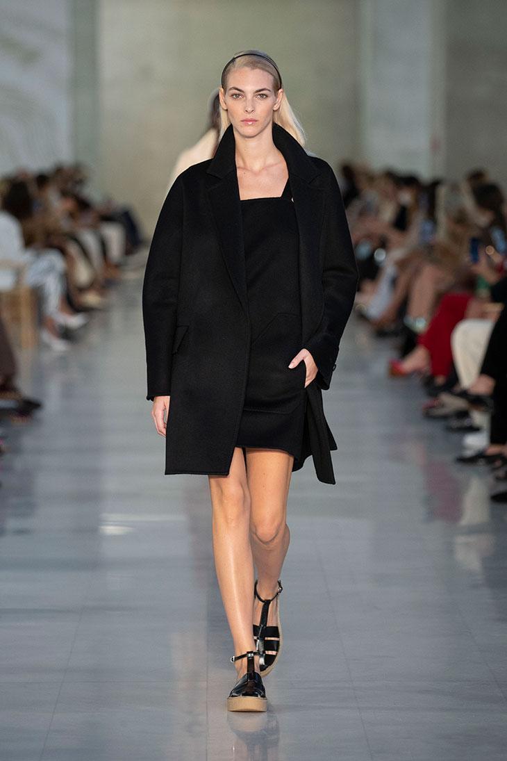 MFW: MAX MARA Spring Summer 2022 Womenswear Collection